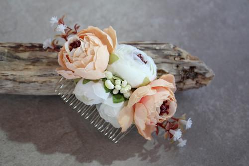 Weiße Wanda - Haarkamm/Spange mit Blumen - weiß apricot