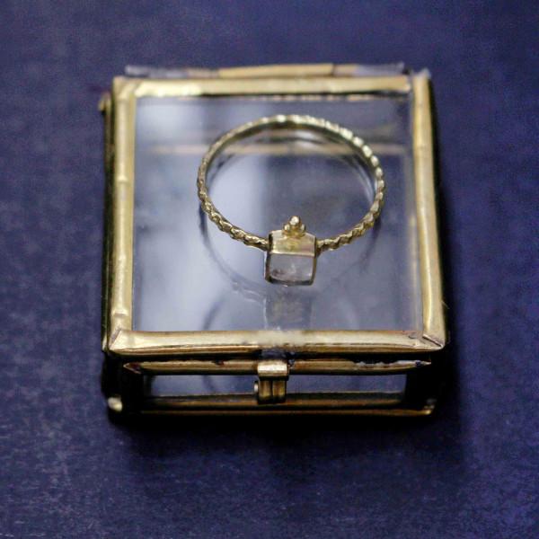 Kristallfarbene Kora - Ring gold